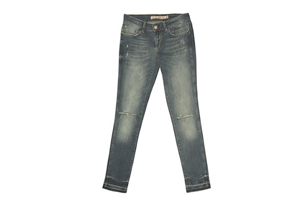 Kadınlar arasında popülerliğini koruyan rahat 893 Boyfriend ve boru paçalı 893 Cigarette Leg jean'lerin arasında şimdide ''Trial'' modeli eklenecek.